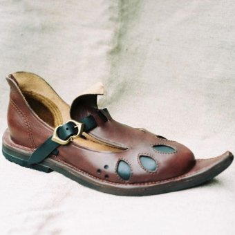Ladies' low shoes, 15th cen.