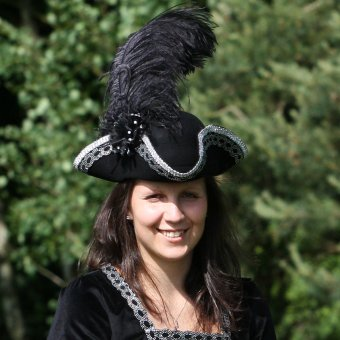 Ladies' tricorn hat with ostrich's feather
