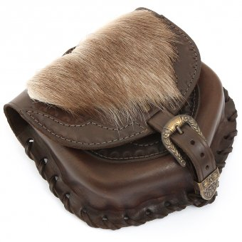 Belt pouch with wild fur on the flap