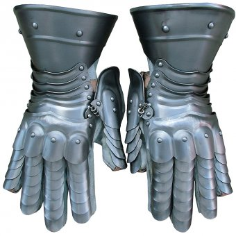 Pair of gauntlets Percyvale