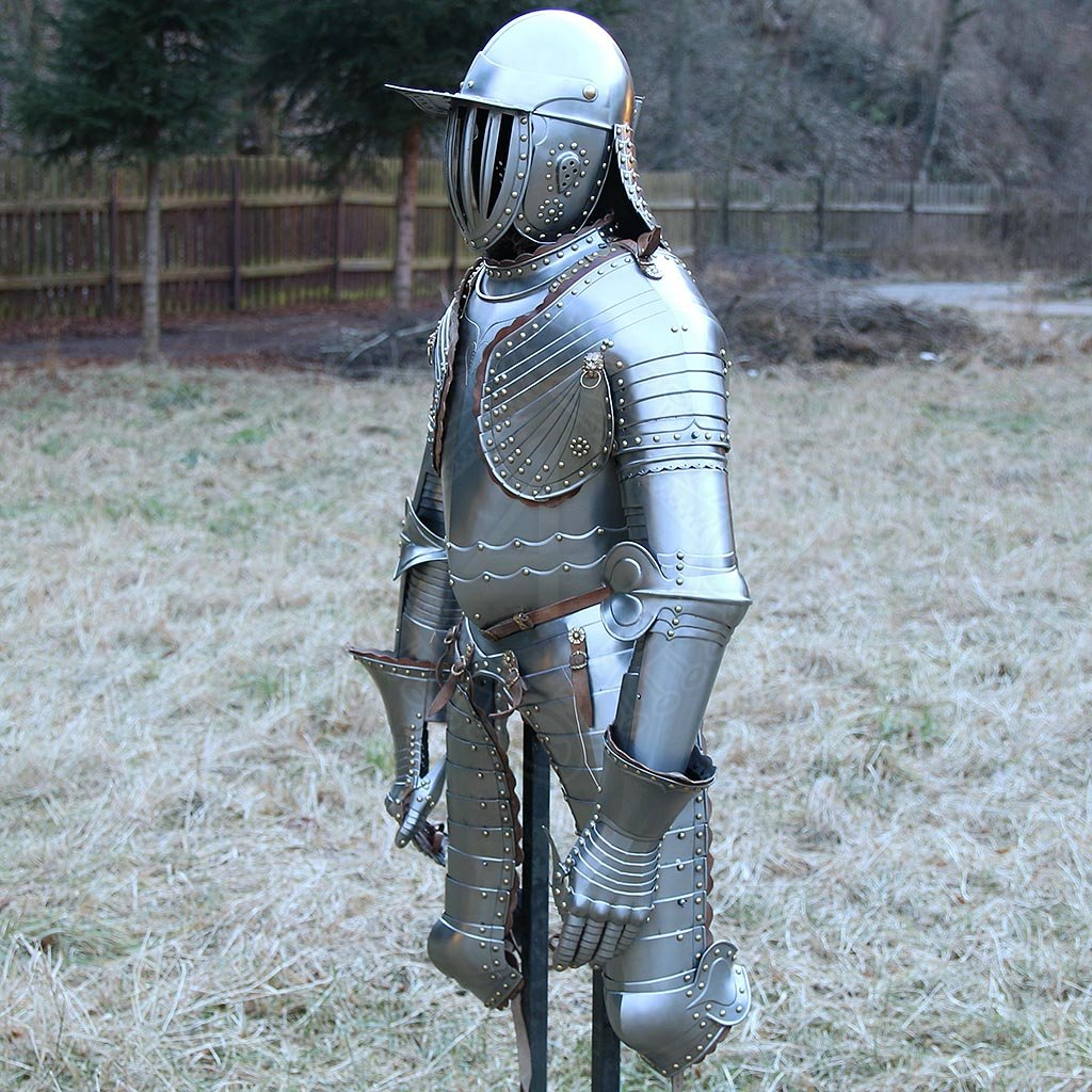 Cuirassier armour with lobster-tailed pot helmet, 17 cen | Outfit4Events