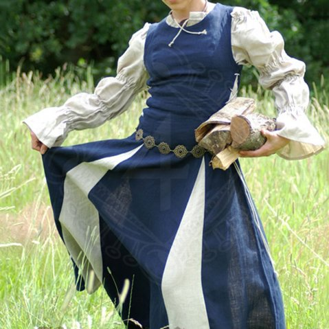 Medieval dress Cateline from fine thread