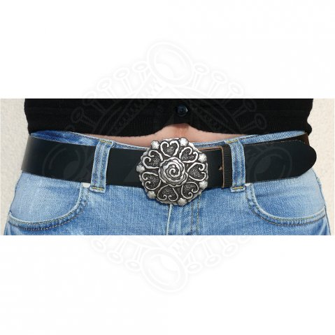 Belt with decorative buckle with hearts