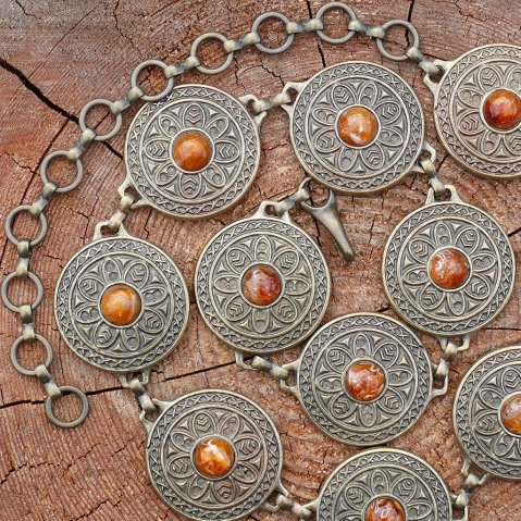 Chain belt with decorative buckles with brown stones