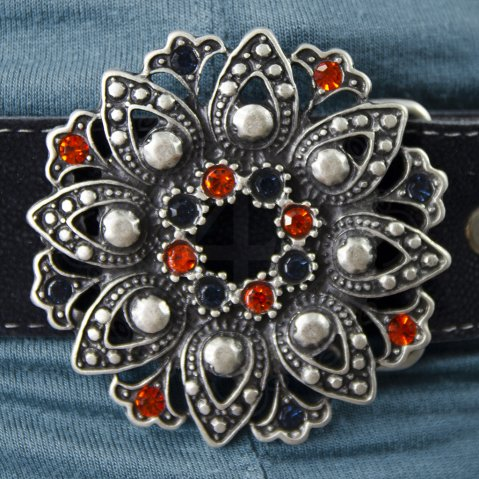 Belt with flower buckle