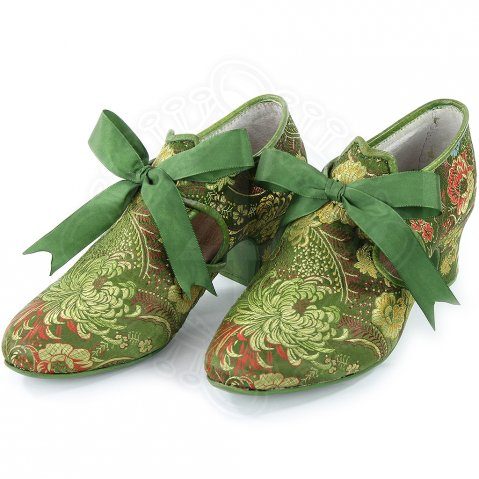 Ladies baroque shoes, coated in cloth