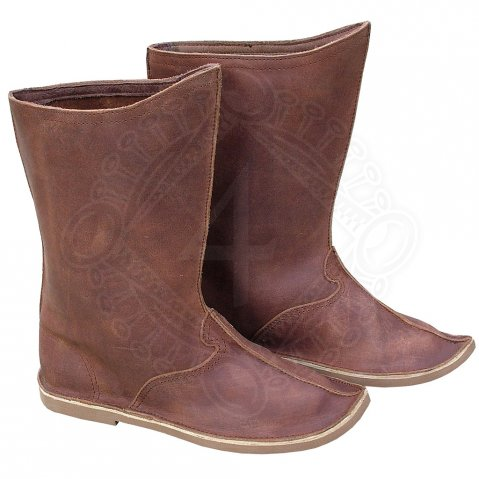 Cossack boots with outer seams