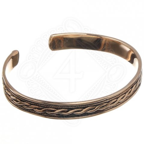 Bracelet with Celtic twisted pattern