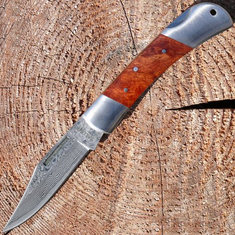 Precious one-hand-pocketknife in metal-gift box