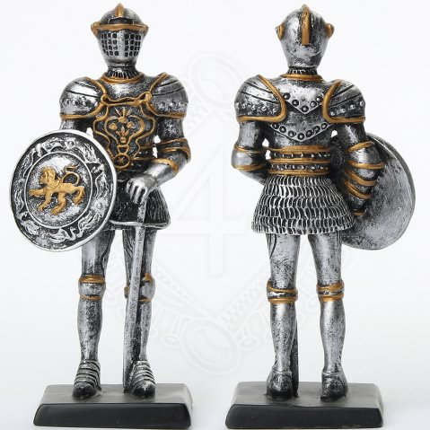 Knight with sword and round shield