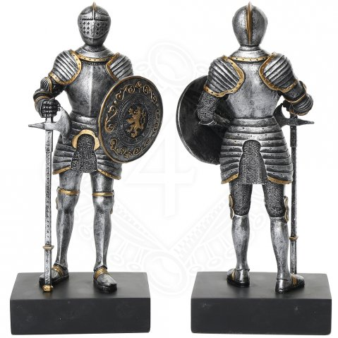 Knight with round shield and war axe