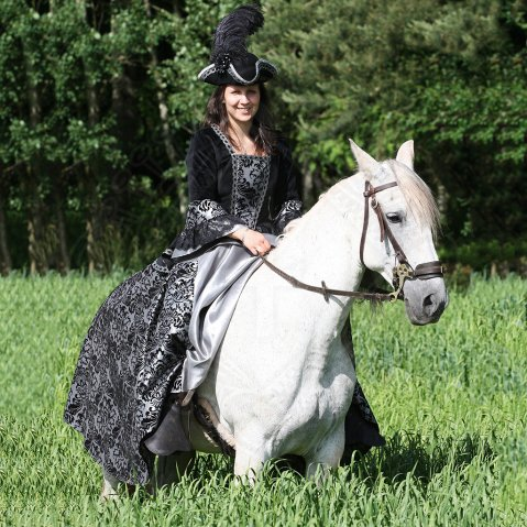 Baroque-style Horsewoman dress Dona