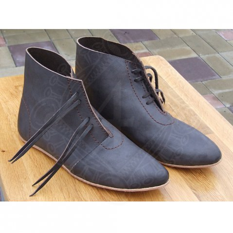 Early gothic shoes
