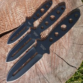 Set of three throwing knives