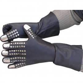 Loricated leather gauntlets