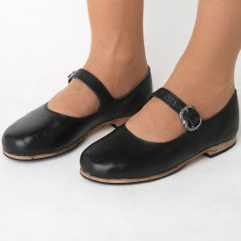Ladies low shoes to a folk costume